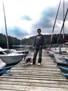 idealny spacer z psem, podróże z psem, wakacje z psem